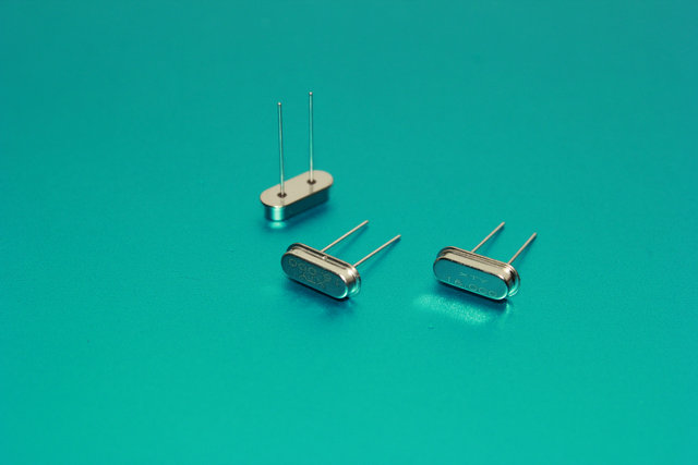 石英晶体谐振器hc-49ss
